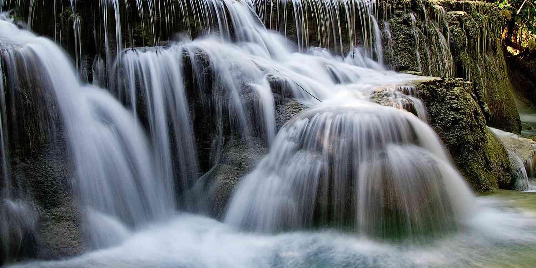 Undichtigkeit symbolisiert durch Wasserfälle