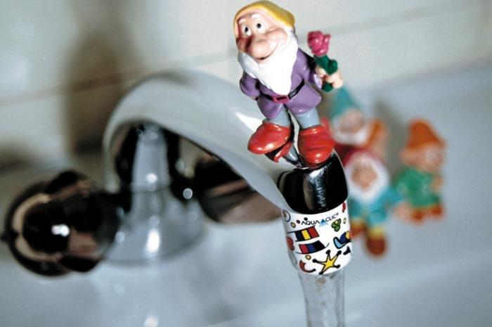 Happyclic Strahlregler am Wasserhahn: einfach Perlator austauschen und Happyclic anschrauben!